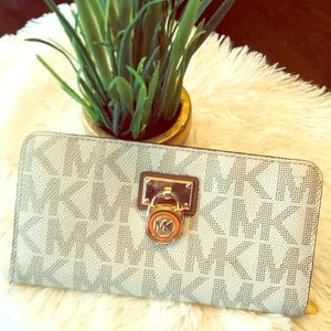 💥Michael Kors wallet 💥